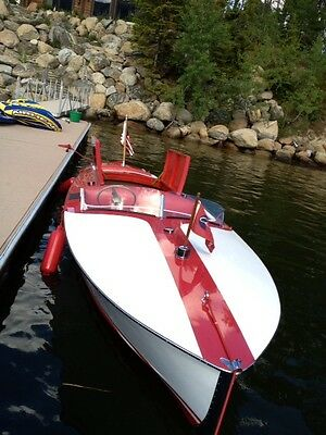 """1948 Chriscraft 19 foot """"Red & White"""" Racer Runabout"""