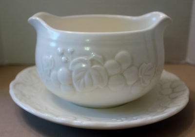 "METLOX POPPY TRAIL ""ANTIQUE GRAPE""  GRAVY BOAT ATTACHED PLATE   VINTAGE"
