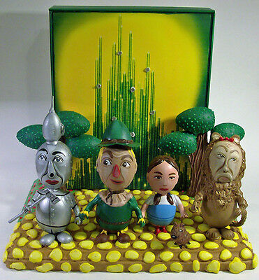 WIZARD OF OZ EGG ART SET (IT LIGHTS UP!) -1-of-a-kind collectable!