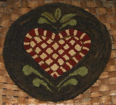 """Primitive Rug Hooking Kit On Linen ~ """"butter Mold Series Prim Heart Chair Pad"""""""