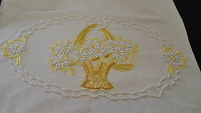 Darling Vintage Hand Embroidered Linen Runner With Crochet Edges Pp705