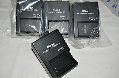 NEW Genuine Nikon Digital SLR D5100 D5200 D5300 Charger / Battery: MH-24/EN-EL14
