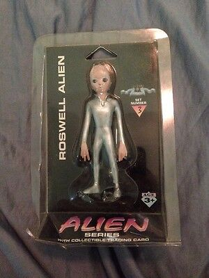 Roswell Alien Set 3 Figure With Trading Card-New In Box