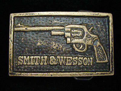 OE17146 VINTAGE 1970s **SMITH & WESSON SIX SHOOTER PISTOL** SOLID BRASS BUCKLE