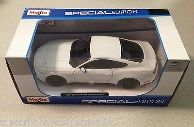 Maisto Diecast 1:24 Scale 2015 Ford Mustang GT White Model Car