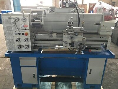 2HP Geared Head Metal Lathe, 240V, 300x910mm With Coolant, Light, Footbrake