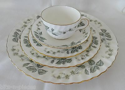MINTON GREENWICH  SALAD OR DESSERT Plate  White with green  leaves gold rims