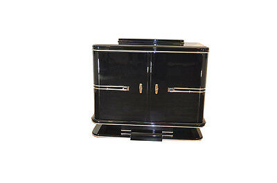 Compact French Art Deco chest of drawers