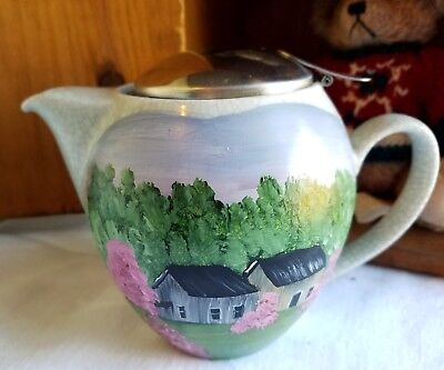 Small ceramic tea pot with with hand painted spring barn scene(1013201817)
