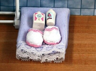 Dolls House Miniature 1/12th Scale Wash/Bathroom Accessories Set