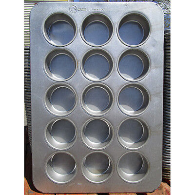 Chicago Metallic 303D 43035 15 Cup Oversized Cake Muffin Pan, Used