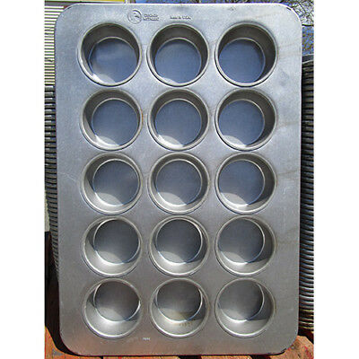 Chicago Metallic 303D 43035 15 Cup Oversized Mini-Cake Muffin Pan, Used