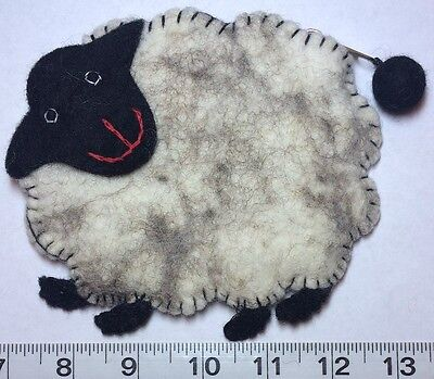 Felt Wool, Sheep Design Bag / Pouch. Zipper close & Lined inside. Really Cute !