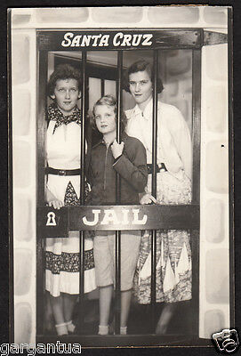 SERIOUS SEXY FACES GIRL FRIENDS in SANTA CRUZ CARTOON JAIL! 1940s VINTAGE PHOTO!
