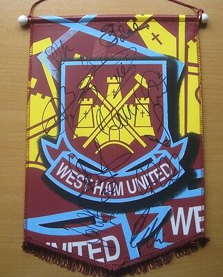 2008-09 Squad Signed West Ham United Official Pennant (1047)