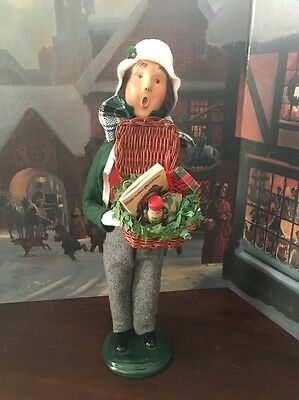 Byers Choice Adult Male Holding Basket Of Gifts Caroler 2002 36/109