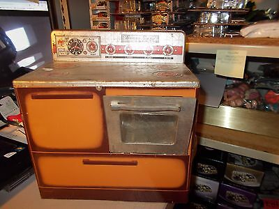 """vintage 1950's era Wolverine Toy Company SUNNY SUZY STOVE / OVEN 11"""" tall METAL"""