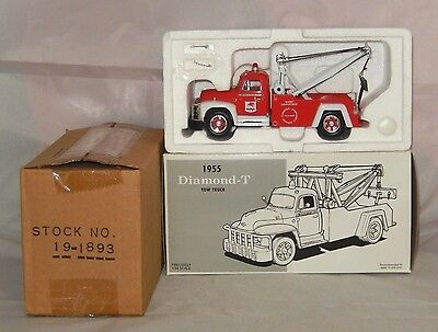 Mint In Box ~ 1955 Diamond-T Tow Truck Diecast 1:34 Scale By First Gear #19-1893