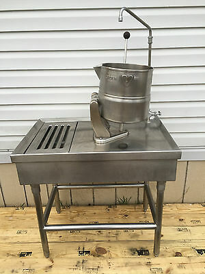GROEN TDC 20qt steam jacketed tilting kettle w/table & faucet. Beer Chili Soup