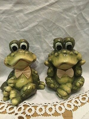 Set of 2 Vintage HandPainted Ceramic Frog Toad Straw Bow Tie Figure ADORABLE
