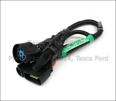 thru f oem genuine ford pin trailer tow wiring harness oem 7 pin connector to trailer wiring harness 05 07 ford f 150