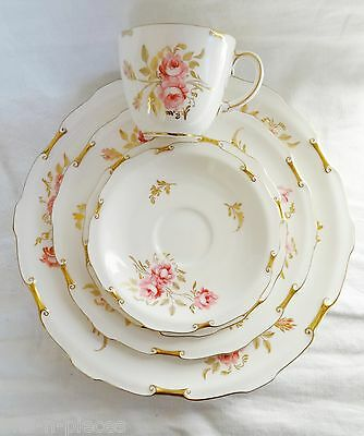 Royal Crown Derby PINXTON ROSES  5 pc PLACE SETTING  A1120  pink roses gold trim