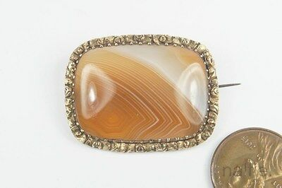 ANTIQUE LATE GEORGIAN PERIOD ENGLISH GOLD FIGURED AGATE BROOCH c1830