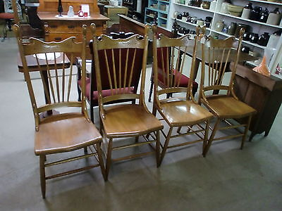 Absolutely Gorgeous Set of (4) Oak Spindle Back Antique Dining Chairs