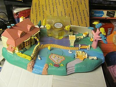 Polly Pocket Magical Movin Pollyville Boutique PLAYSET ONLY