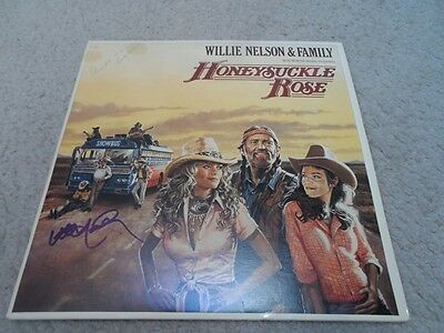 WILLIE NELSON authentic signed  vinyl album COUNTRY LEGEND... HONEYSUCKLE ROSE