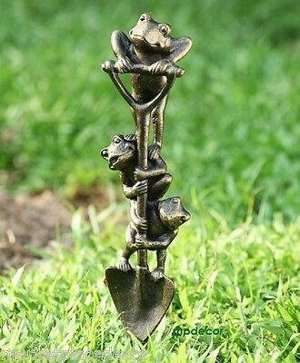 Digging Frog Trio Garden Pond Yard Metal Sculpture Statue Stake Frogs Toad Decor