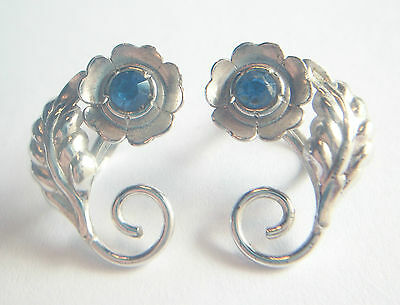 BOND BOYD - Vintage Pair of Sterling Silver Earrings - Screw Backs - C. 1950's