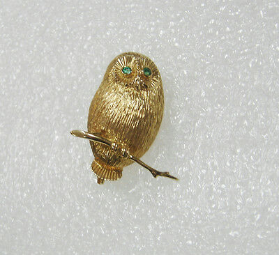 14K Yellow Gold Perched Owl Pin Brooch With Texture Detail & Green Eyes N317-D