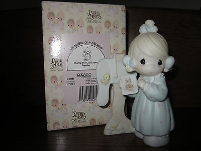 "1990 PRECIOUS MOMENTS ""Sharing The Good News Together"" Figurine C0011 (a3012)"