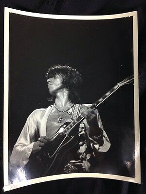 8x10 ORIGINAL 1977 Photo Of  ROLLING STONES  Keith Richards on Stage