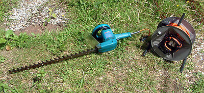 Makita UH6300 Hedge Trimmer / Clipper with 63cm double sided blade 40m Extension