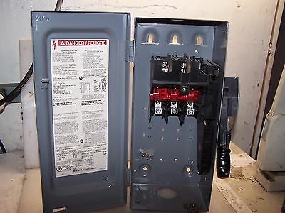 Square D 30 Amp Fusible Safety Switch Nema Type 1  Hu361  600 Volt