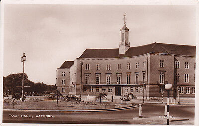 RP: WATFORD, UK , 30-40s ; Town Hall