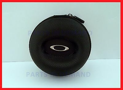 e2a61694fd BRAND NEW OAKLEY WATCH VAULT LARGE Nylon Soft Travel Case 07-234  DISCONTINUED