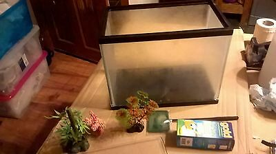 "Mini Aquarium With Lid 3 Ornaments and a net 12"" wide 10"" high 7"" depth WITH LID"