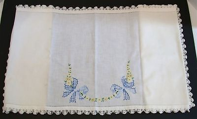 """Vintage Dresser Scarf Doily ~ Embroidered with Crocheted Lace ~ 17"""" x 52"""""""