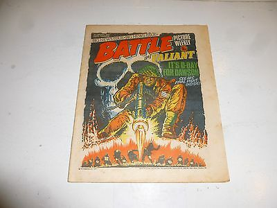 BATTLE PICTURE WEEKLY & VALIANT Comic - Date 22/01/1977 - UK Paper Comic