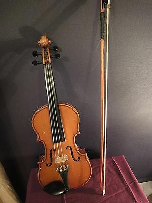 Suzuki 1/4 size VIOLIN with bow and case