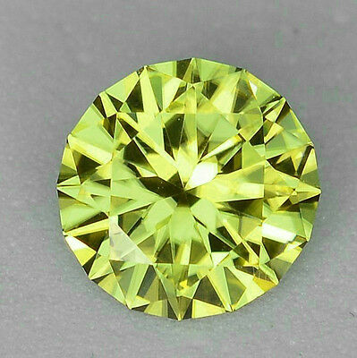Mali Garnet - Yellow Green - RARE - 0.95 Carat - Round Cut
