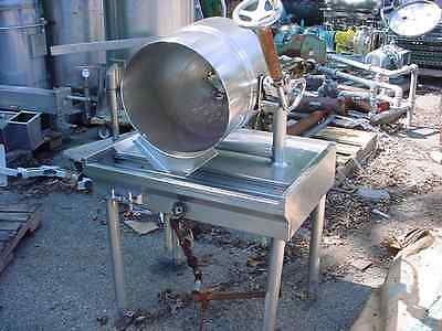 10 gallon GROEN steam jacketed tilt kettle with stainless steel table