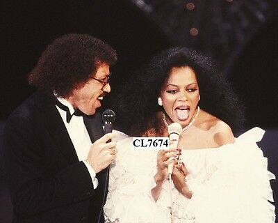 Lionel Ritchie and Diana Ross Perform Their Hit 'Endless Love' in Concert Photo