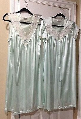 eb4ced0216 Vanity Fair Mint Green Nylon Medium Robe   Nightgown Set Sleeveless Lace