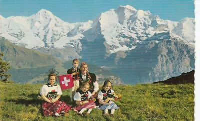 1960's COLOUR PHOTO POSTCARD - SWISS - FAMILIE IN BERNER TRACHT