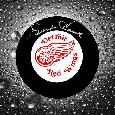 Gordie Howe Detroit Red Wings Autographed Puck UDA Upper Deck Authenticated