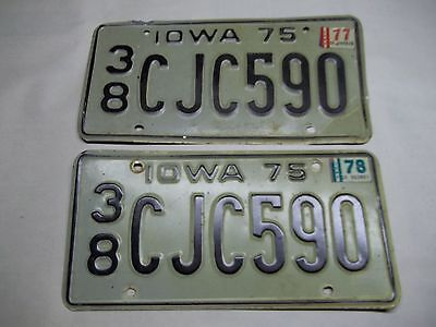 Pair of 1975 Iowa license plates Grundy county